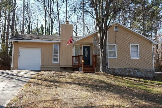 3 Bedrooms 2 Bathrooms House for rent at 4063 Tanglewood Road in Snellville, GA
