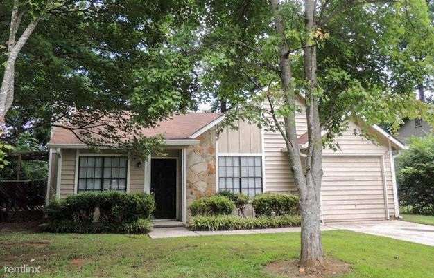 3 Bedrooms 2 Bathrooms House for rent at 6053 Creekford Drive in Lithonia, GA