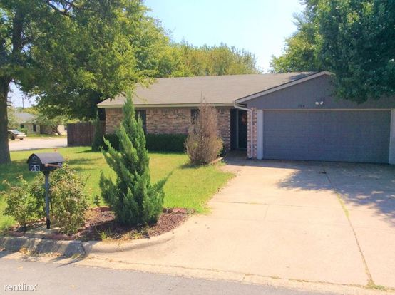 3 Bedrooms 2 Bathrooms House for rent at 704 Circleview Drive in Mansfield, TX