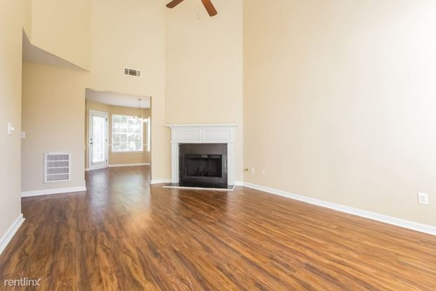 5 Bedrooms 3 Bathrooms House for rent at 2892 Knoll View Place in Douglasville, GA