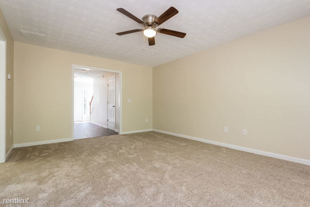 3 Bedrooms 2 Bathrooms House for rent at 2003 Meadow Walk Drive in Monroe, GA