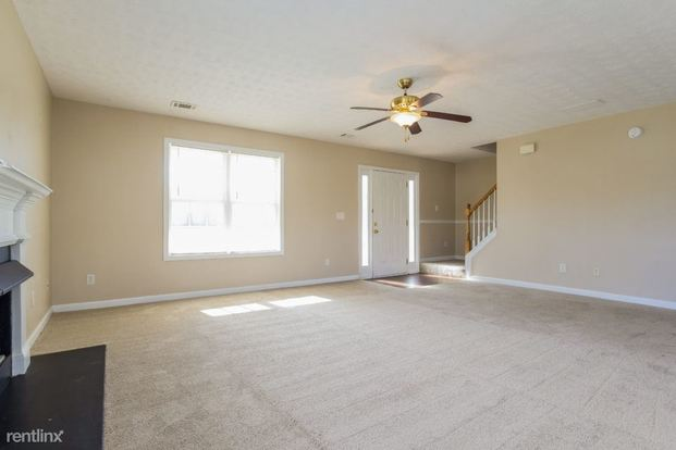 4 Bedrooms 2 Bathrooms House for rent at 3040 Black Fox Drive in Loganville, GA