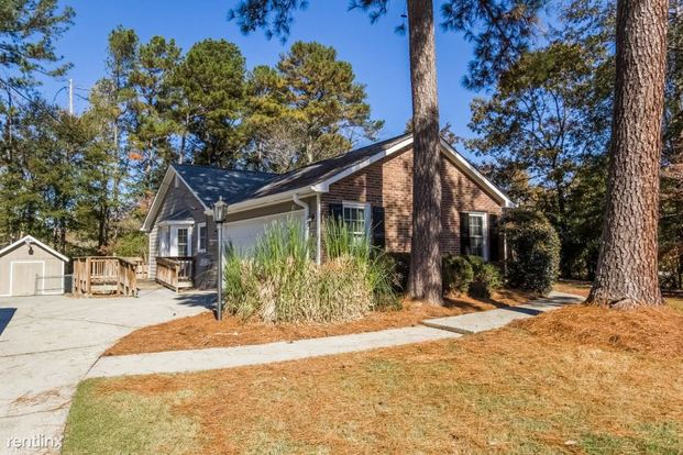 3 Bedrooms 2 Bathrooms House for rent at 3865 Palisade Way in Snellville, GA