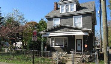Similar Apartment at 2205 Waldeck Ave