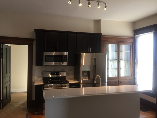 4 Bedrooms 2 Bathrooms Apartment for rent at 127-129 W Hubbard in Columbus, OH