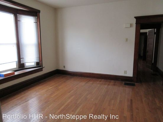 4 Bedrooms 2 Bathrooms Apartment for rent at 1467 Worthington St. in Columbus, OH