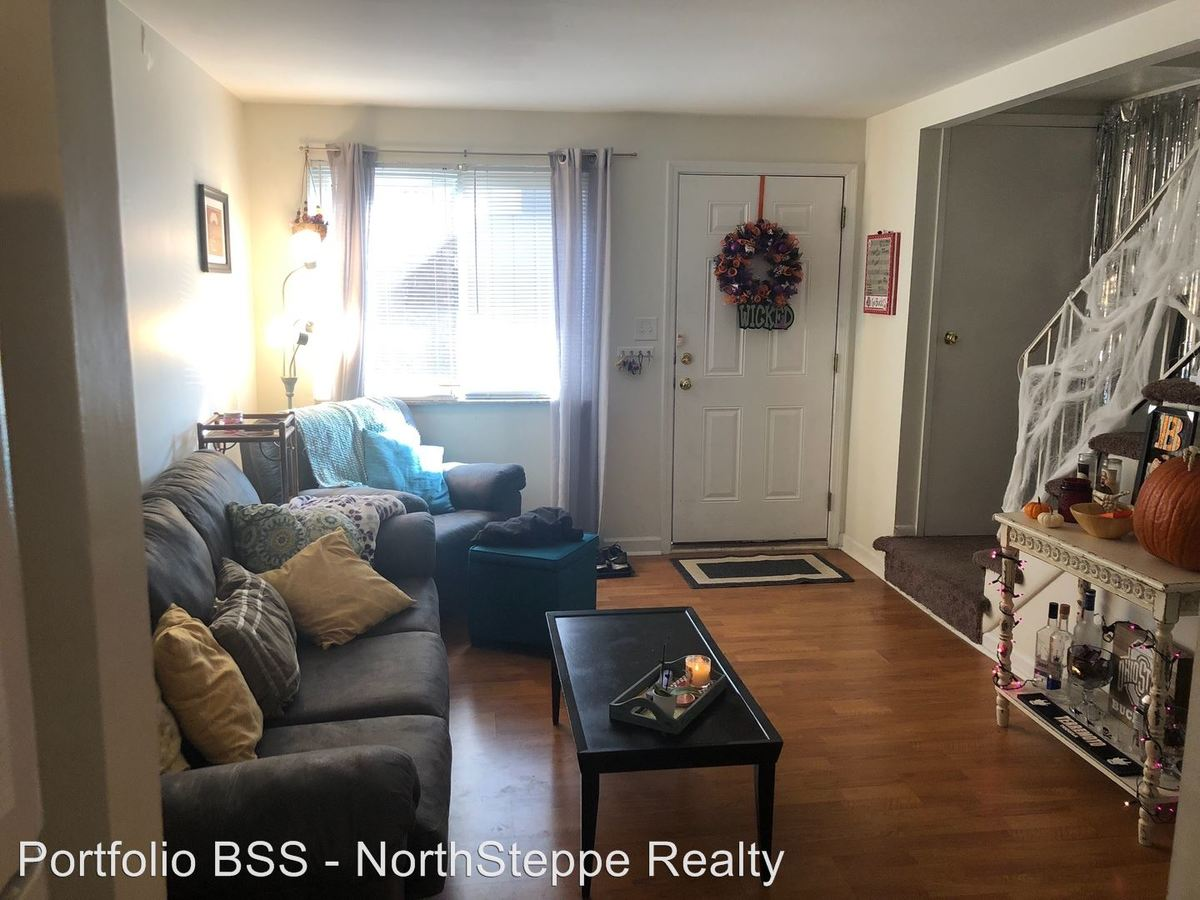 3 Bedrooms 2 Bathrooms Apartment for rent at 39 W 10Th Ave in Columbus, OH