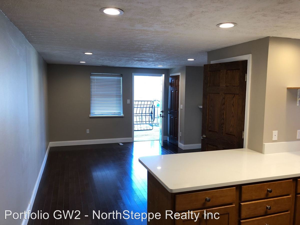 4 Bedrooms 2 Bathrooms Apartment for rent at 40-42 Chittenden Avenue in Columbus, OH