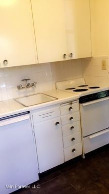 Studio 1 Bathroom Apartment for rent at 821 9th Avenue in Seattle, WA