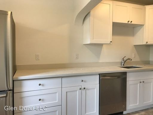 1 Bedroom 1 Bathroom Apartment for rent at 924 16th Avenue in Seattle, WA