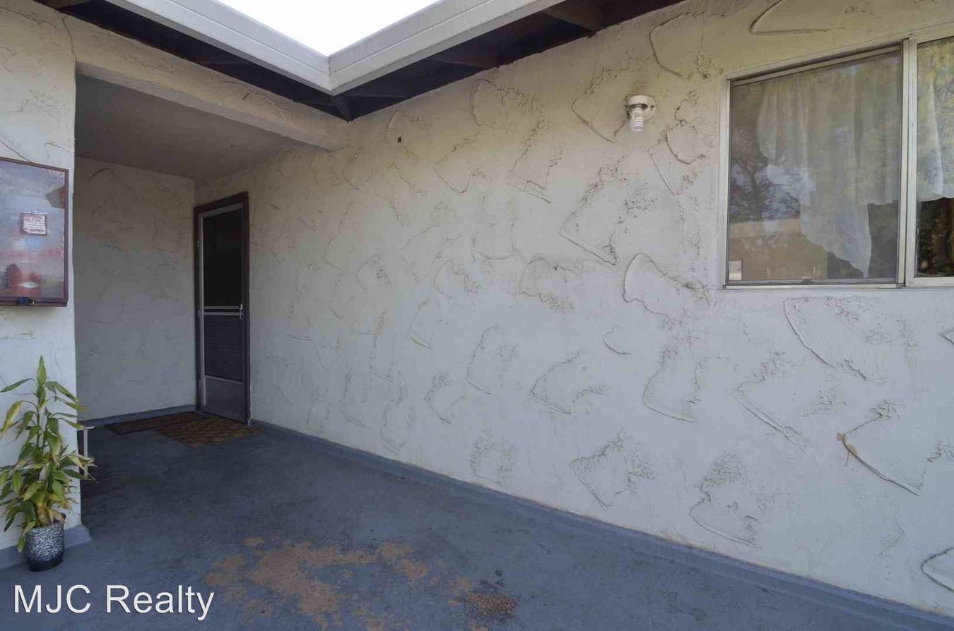 2 Bedrooms 1 Bathroom Apartment for rent at 680 W. Valley Dr. in Campbell, CA