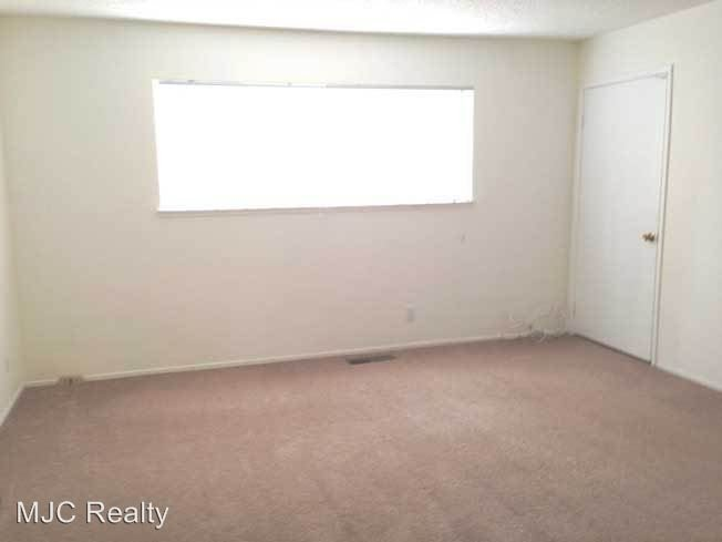 3 Bedrooms 2 Bathrooms Apartment for rent at 680 W. Valley Dr. in Campbell, CA