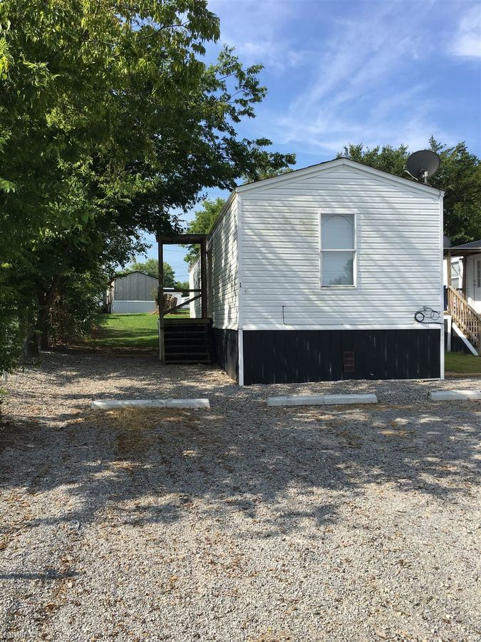 3 Bedrooms 1 Bathroom Apartment for rent at B & J Mobile Home in Tahlequah, OK