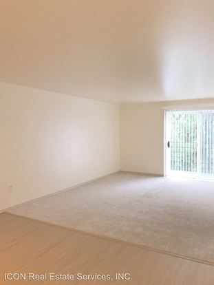 3 Bedrooms 2 Bathrooms Apartment for rent at 2021 Ne 90th Street in Seattle, WA
