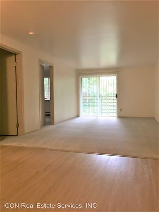 1 Bedroom 1 Bathroom Apartment for rent at 2021 Ne 90th Street in Seattle, WA