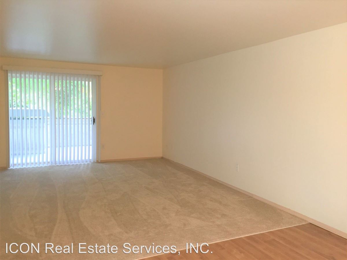 2 Bedrooms 1 Bathroom Apartment for rent at 2021 Ne 90th Street in Seattle, WA