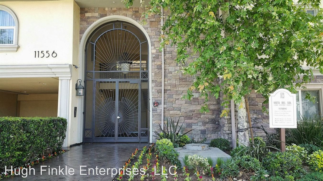 3 Bedrooms 2 Bathrooms Apartment for rent at 11556 Burbank Blvd. in North Hollywood, CA