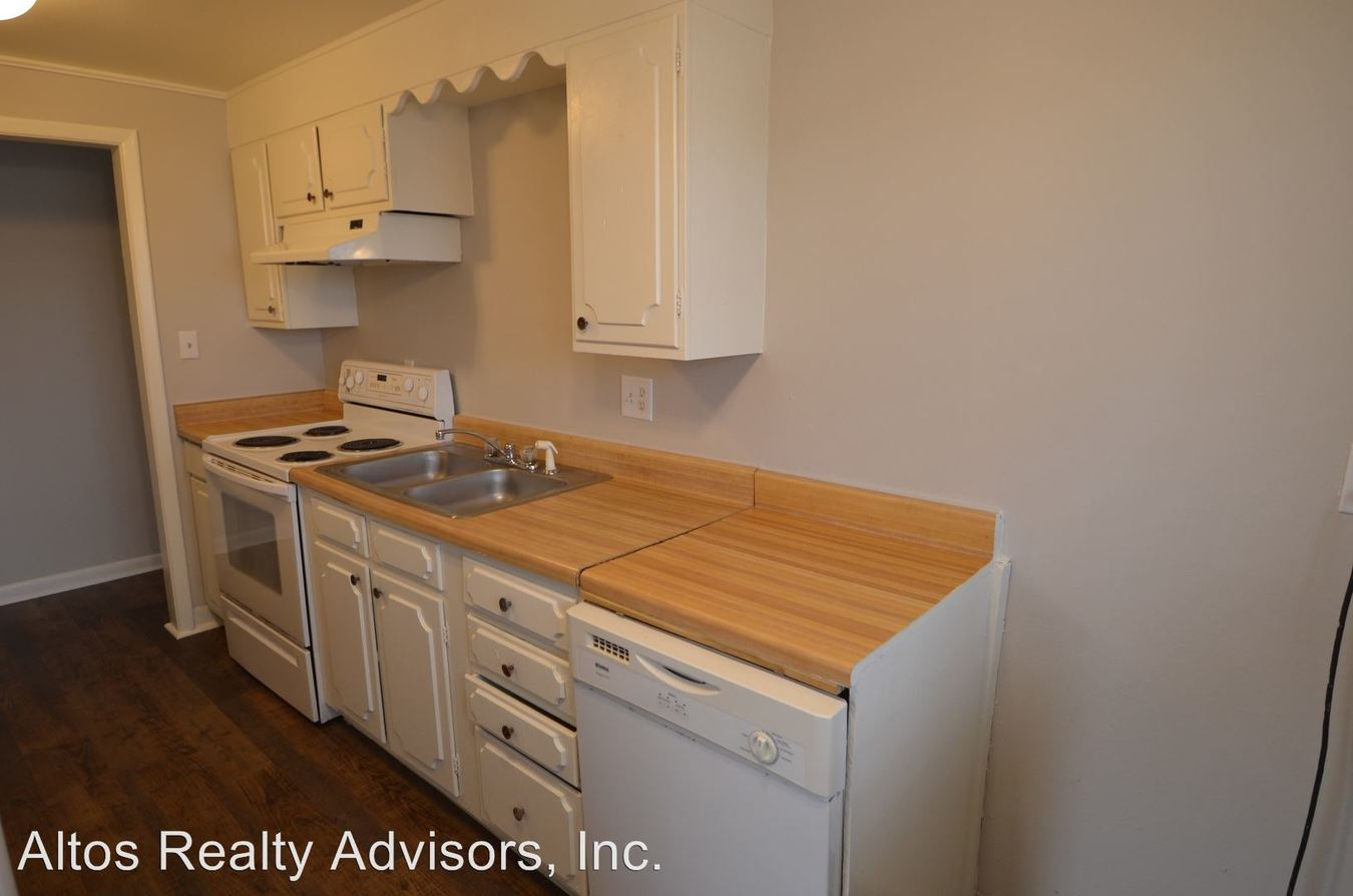 2 Bedrooms 1 Bathroom Apartment for rent at 1160-1198 S Allison Street in Lakewood, CO
