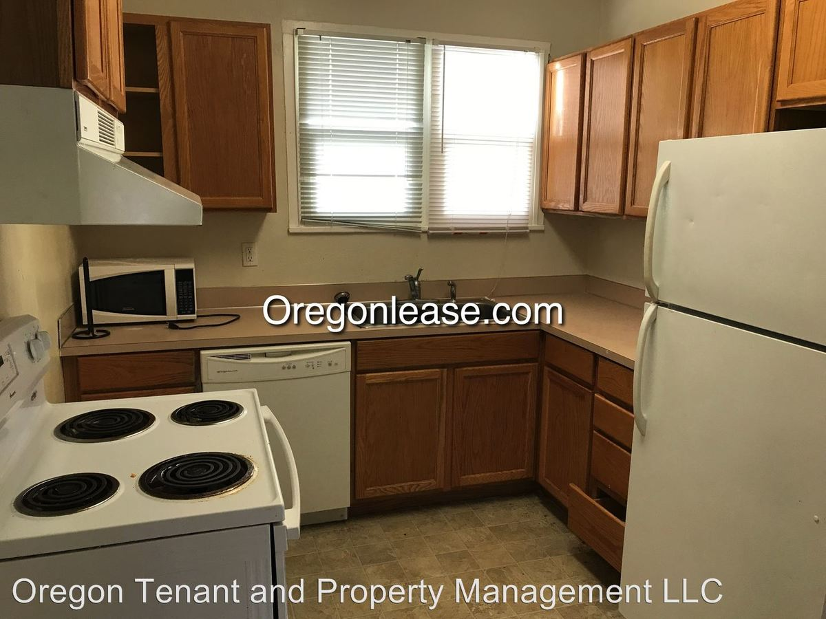 4 Bedrooms 1 Bathroom Apartment for rent at 1630 Patterson in Eugene, OR