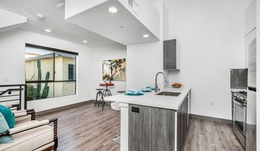 5066 Romaine St Apartment for rent in Los Angeles, CA