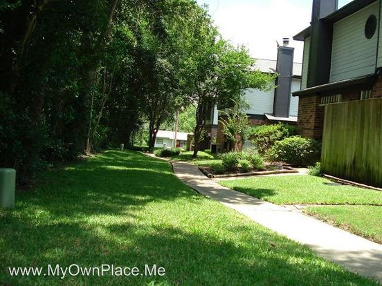 2 Bedrooms 2 Bathrooms Apartment for rent at 1228 Avenue O in Huntsville, TX