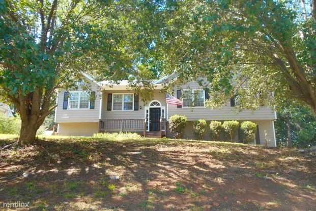 3 Bedrooms 2 Bathrooms House for rent at 115 Sweetwater Circle in Powder Springs, GA