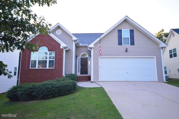 3 Bedrooms 2 Bathrooms House for rent at 2941 Leatherleaf Trail in Douglasville, GA