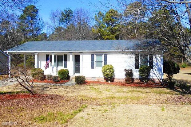 3 Bedrooms 2 Bathrooms House for rent at 1621 Rose Garden Lane in Loganville, GA