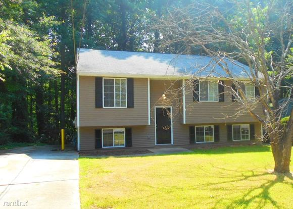 3 Bedrooms 1 Bathroom House for rent at 1206 Brockdell Court in Norcross, GA
