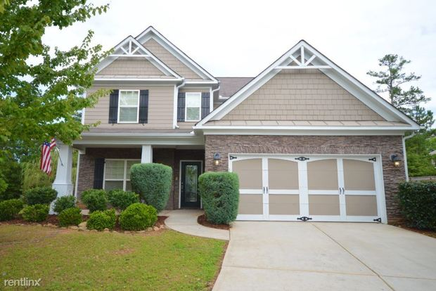3 Bedrooms 2 Bathrooms House for rent at 9326 Opal Drive in Douglasville, GA