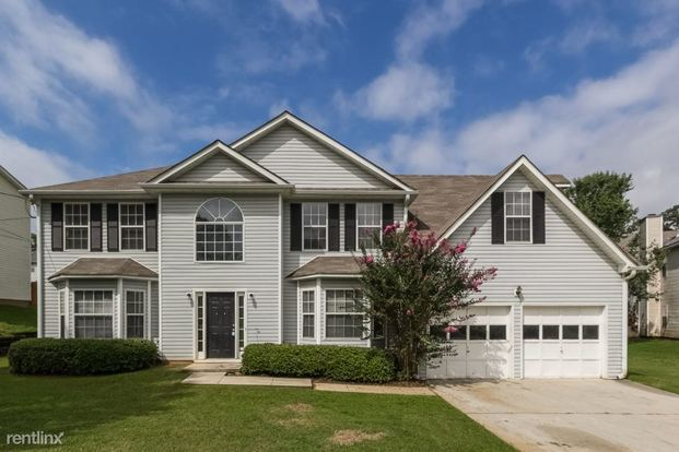 4 Bedrooms 2 Bathrooms House for rent at 3561 Riverview Club Drive in Ellenwood, GA