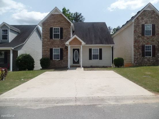 3 Bedrooms 2 Bathrooms House for rent at 110 Twin Pines Court in Dallas, GA