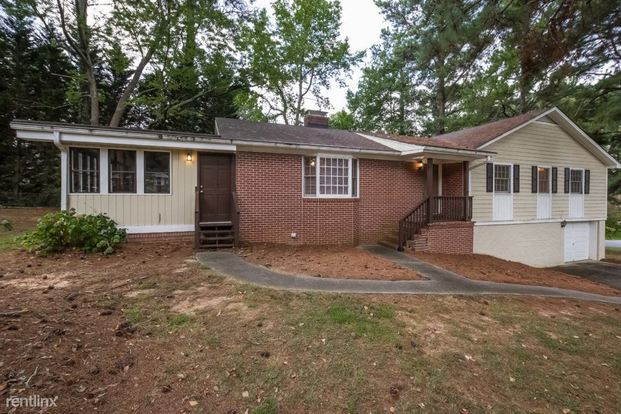 3 Bedrooms 2 Bathrooms House for rent at 5898 Lake Acworth Drive Nw in Acworth, GA