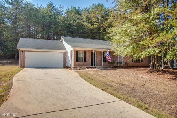 3 Bedrooms 2 Bathrooms House for rent at 304 Lacebark Lane in Hampton, GA