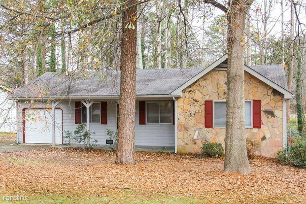 3 Bedrooms 2 Bathrooms House for rent at 8152 Dunellen Lane in Jonesboro, GA