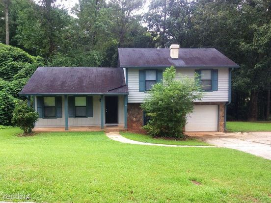 3 Bedrooms 2 Bathrooms House for rent at 3341 Goldenchain Drive in Lithonia, GA