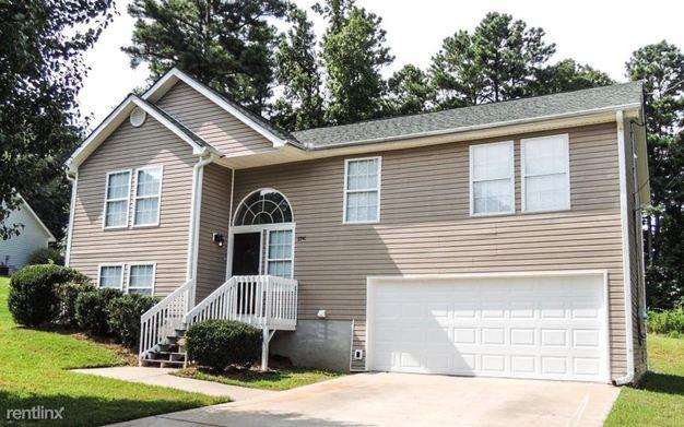 3 Bedrooms 3 Bathrooms House for rent at 6941 Stoneridge Drive in Douglasville, GA