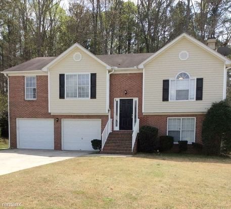 4 Bedrooms 3 Bathrooms House for rent at 5931 Valley Green Road in Lithonia, GA