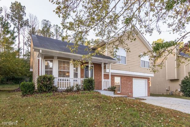 3 Bedrooms 2 Bathrooms House for rent at 6041 Old Wellborn Trce in Lithonia, GA