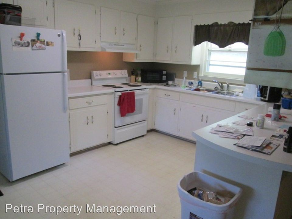 3 Bedrooms 2 Bathrooms Apartment for rent at 130 Pine Lake Drive in Central, SC