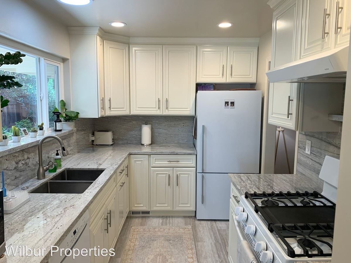 2 Bedrooms 2 Bathrooms Apartment for rent at 812-858 University Avenue in Palo Alto, CA