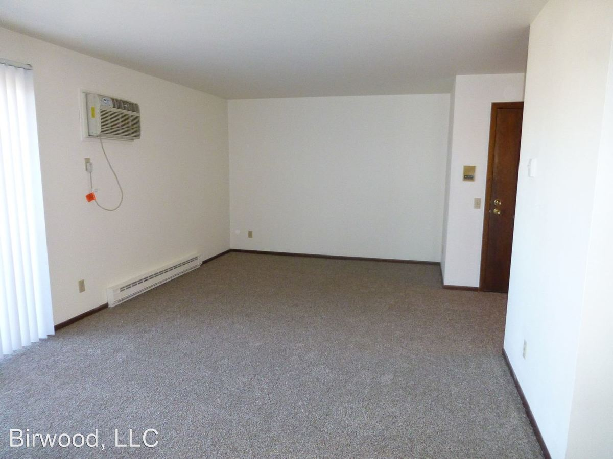 2 Bedrooms 1 Bathroom Apartment for rent at 4322 Nakoosa Trail in Madison, WI