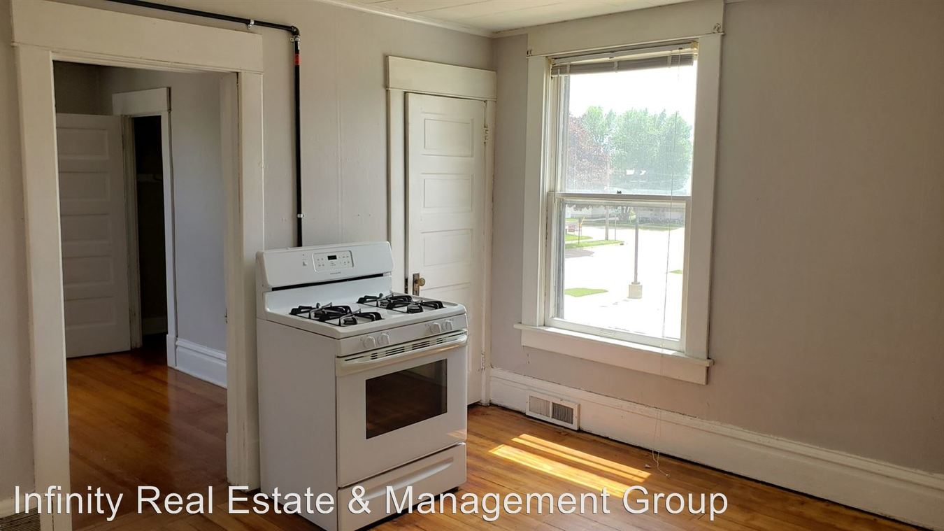 2 Bedrooms 1 Bathroom Apartment for rent at 109 5th St Nw in Austin, MN