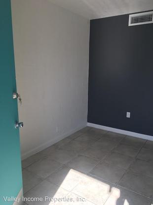 Studio 1 Bathroom Apartment for rent at 2735 E Thomas Rd in Phoenix, AZ