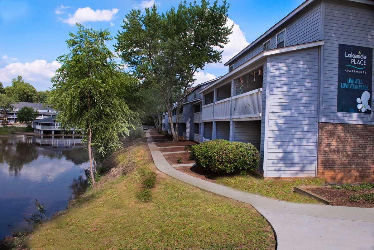 Lakeside Place Apartments