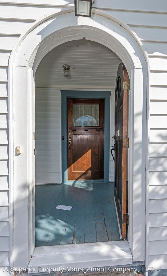 3 Bedrooms 2 Bathrooms Apartment for rent at 735 Nw Dogwood Ave in Redmond, OR
