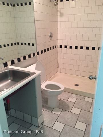 Studio 1 Bathroom Apartment for rent at 946-950 Daisy Ave in Long Beach, CA