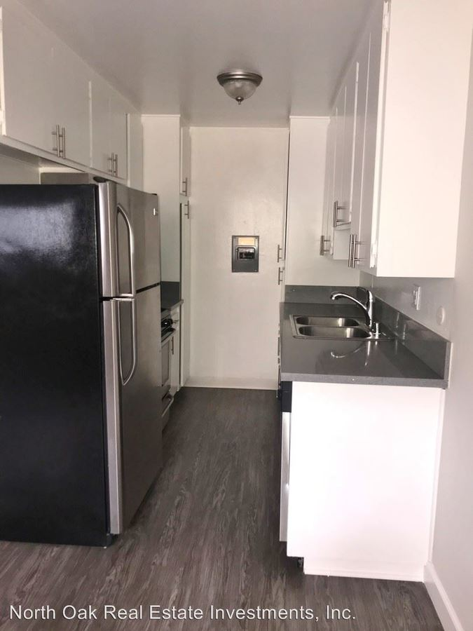 Studio 1 Bathroom Apartment for rent at 625 N. Sycamore Ave. in Los Angeles, CA
