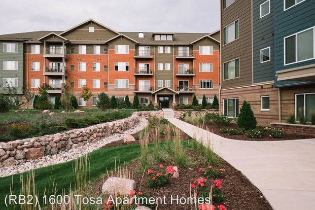 2 Bedrooms 2 Bathrooms Apartment for rent at 1550 Rivers Bend Ln in Wauwatosa, WI