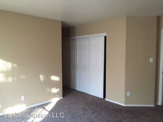 2 Bedrooms 2 Bathrooms Apartment for rent at 2401 W Avalon Drive in Phoenix, AZ